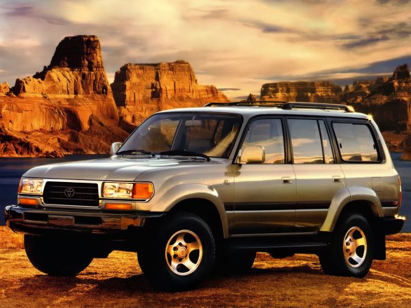 Утопили «Крузак»: О глупой смерти мотора Toyota Land Cruiser 80 рассказал блогер